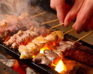 新宿の居酒屋「とりいちず」で馬刺しと焼鳥を満喫する宴会
